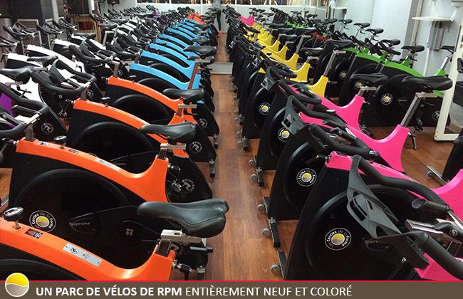Le Cercle Beaubourg a un parc de vélos de RPM entièrement neuf et coloré.