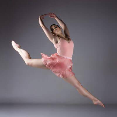 Figure aerienne de danse classique