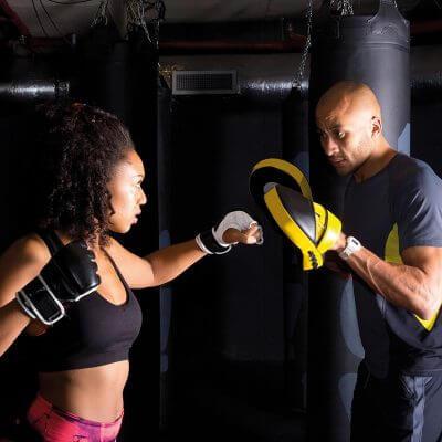Femme avec Coach Full contact