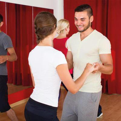 Cours collectifs de salsa cubaine.
