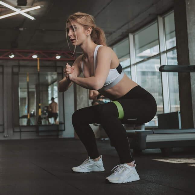 squat exercice d'abdos fessiers